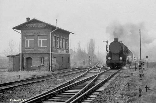 http://www.volkers-eisenbahnseite.de/Foto2/LF/LVS09.jpg